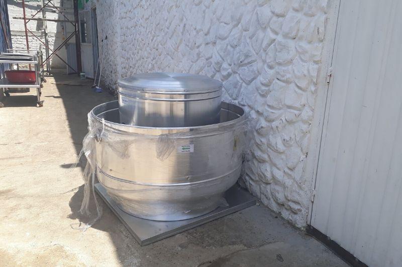 Ventilador utilizado para extraer aire en restaurante