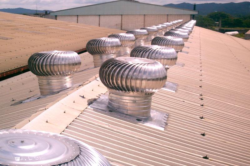 extractores en el techo funcionando